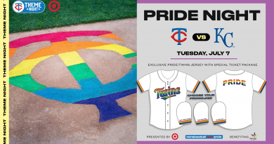 Los Twins celebran Pride Night