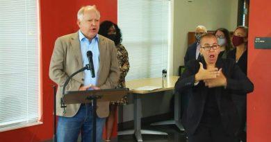 El gobernador Walz y Peggy Flanagan anuncian plan de alivio de renta en medio de la pandemia de COVID-19.