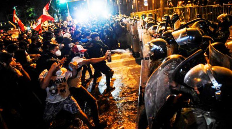 Aumentan las protestas en Perú tras el juicio político del presidente Martin Vizcarra.